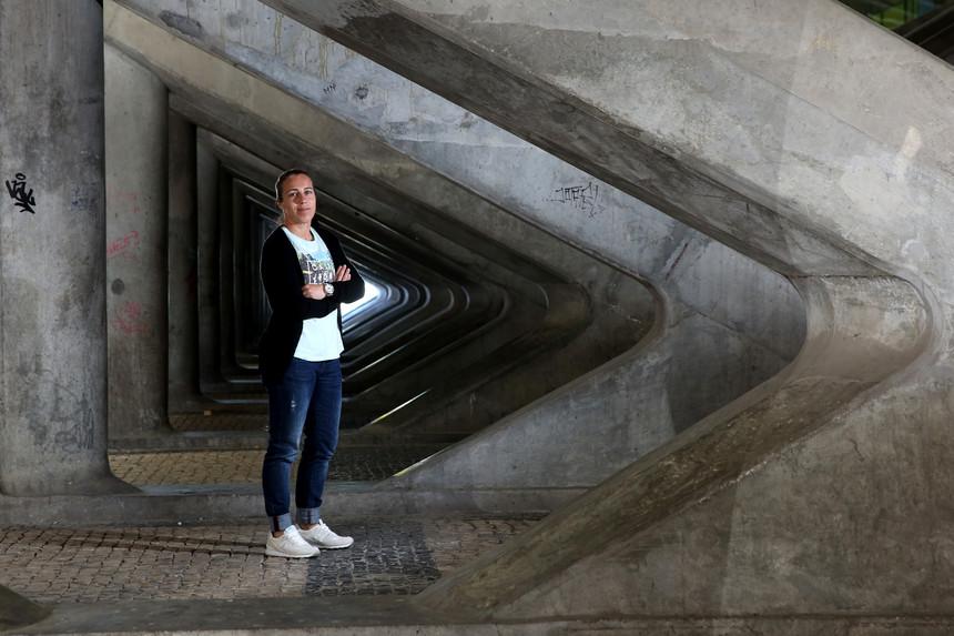 Edite Cristiana Fernandes tem 37 anos e acumula as funções de jogadora e diretora no futebol feminino do Sporting de Braga NUNO BOTELHO