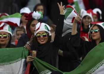 Iranianas assistem livremente pela primeira vez em décadas a um jogo de futebol